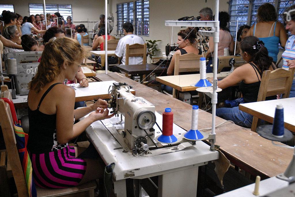 Programa de confecciones sena for Planchador de ropa