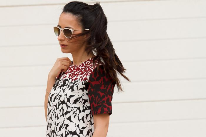 Blogger de moda española con coleta
