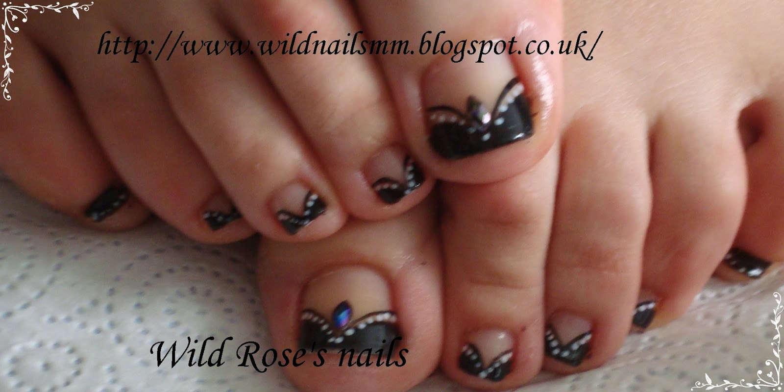 Wild Roses Nails Black Tipswhite Flowers And Gold Nails Ideas