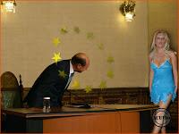 Funny photo Elena Udrea si Traian Basescu Silueta