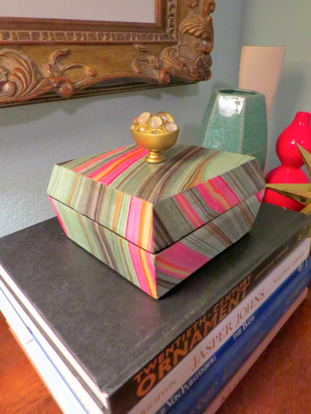 http://inspiredyetagain.blogspot.com/2014/01/diy-box.html