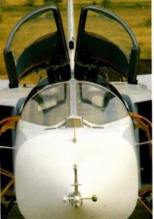 Носовая часть фюзеляжа бомбардировщика Су-24