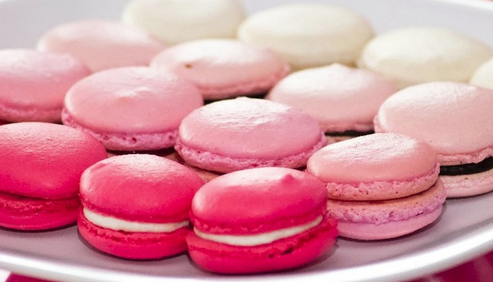 Colorful Macaroons Wallpaper French macarons  4 colors French Macaroons Wallpaper