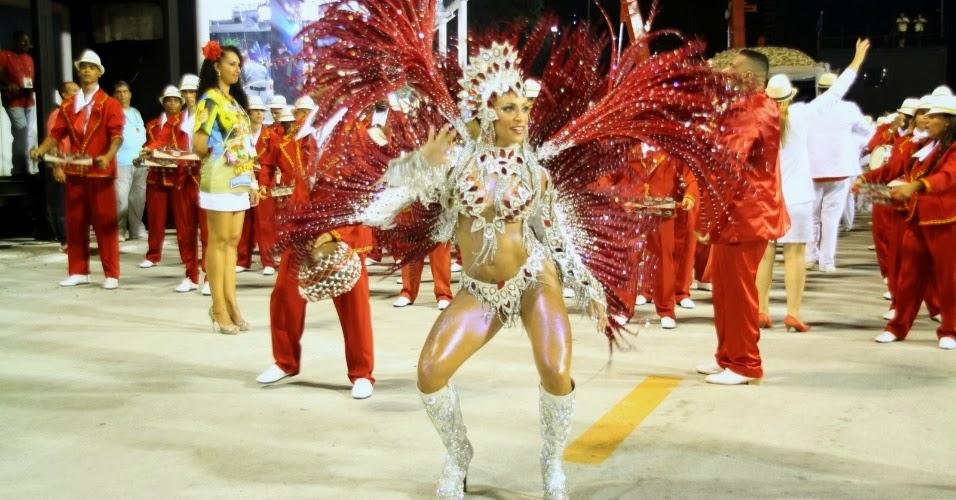 Samba, belas mulheres e muita cor que encatam a todos na Sapucaí