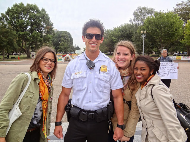 Police officer in front of the white house in Washington.