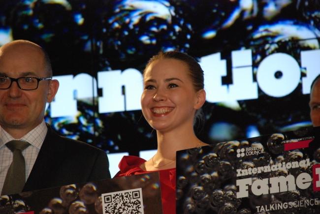Joanna Bagniewska podczas reprezentowała Polskę podczas światowego Finału FameLab 2014 - fot. www.granty-na-badania.com