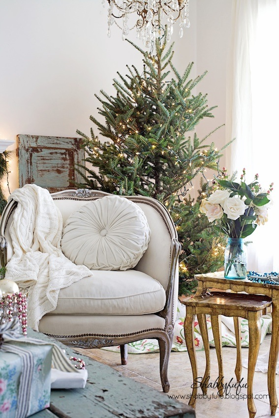 A vintage christmas coastal style home tour 2014 for Country homes and interiors christmas