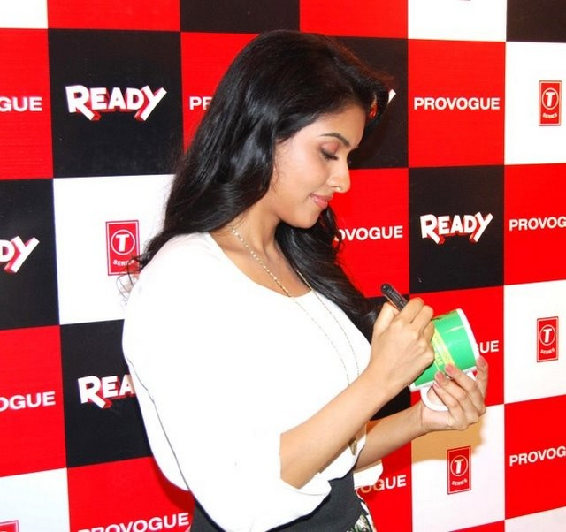 Download Song Lock Up By Karan: Asin At Ready Promotion