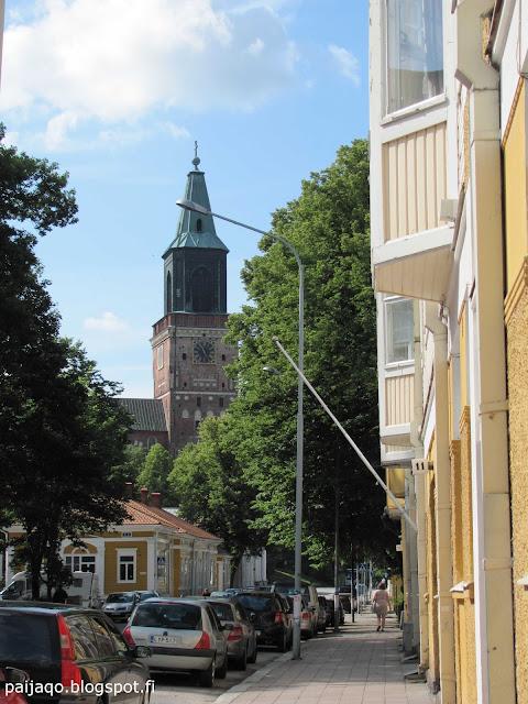 Turku: kirkon takana