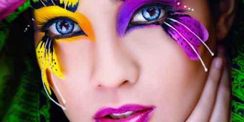 Las pestañas postizas de fantasía, son dificiles de colocar, pero cuando le coges el truco, salvan muchos maquillajes en momentos de baja imaginación.