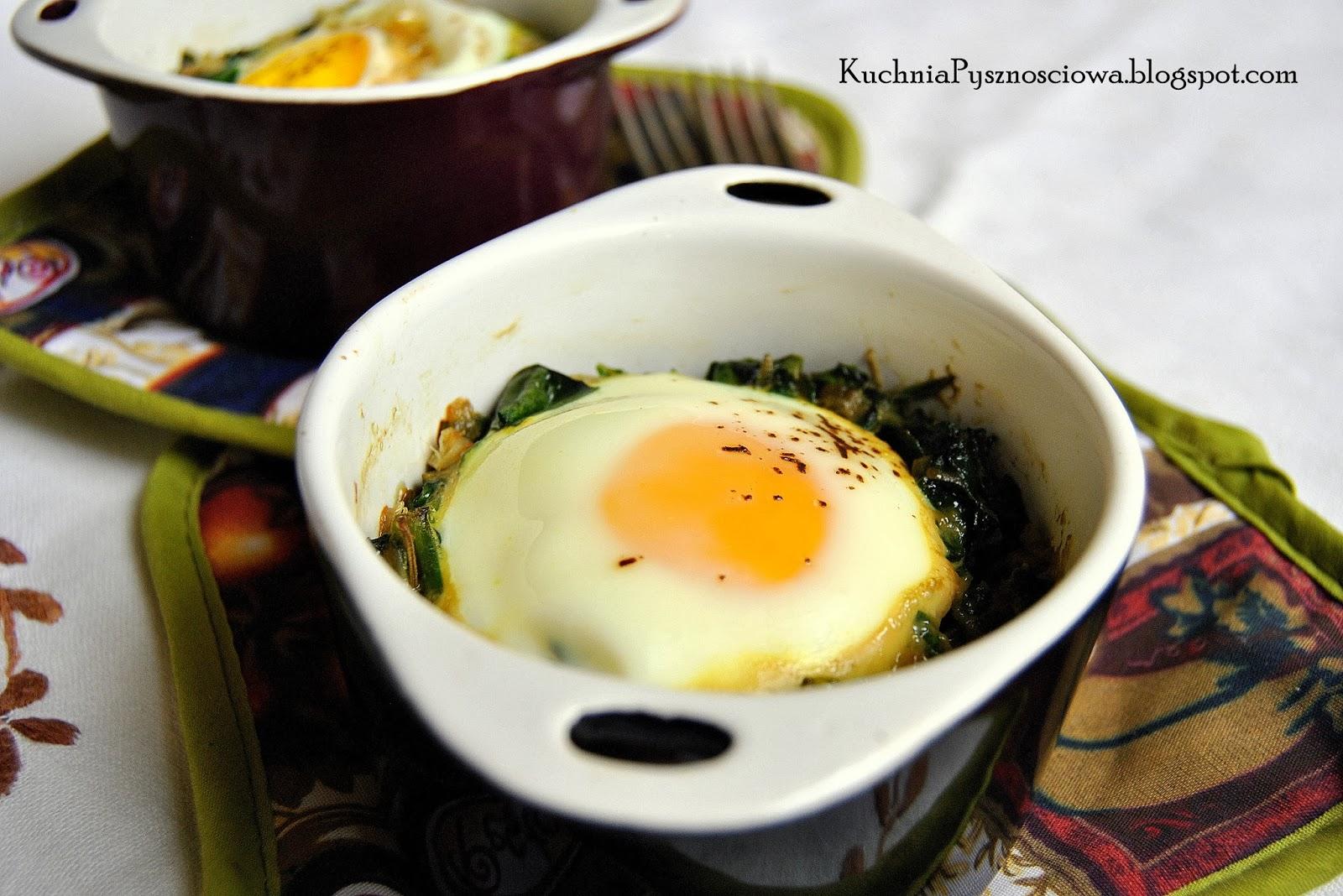 193. Jajka zapiekane ze szpinakiem na całkiem zdrowe śniadanie