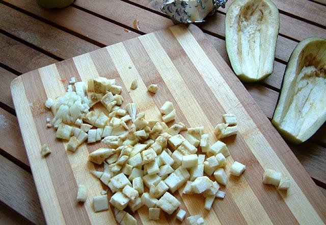 Faszerowane łódeczki bakłażana na ostro - jedno z moich ulubionych dań ! kasza kuskus suszone pomidory ser z niebieską pleśnią bakłażan danie wegetariańskie