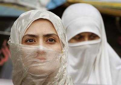 Dalil al-Qur'an Pemikiran al-Usaimin tentang Jilbab Wanita Muslimah