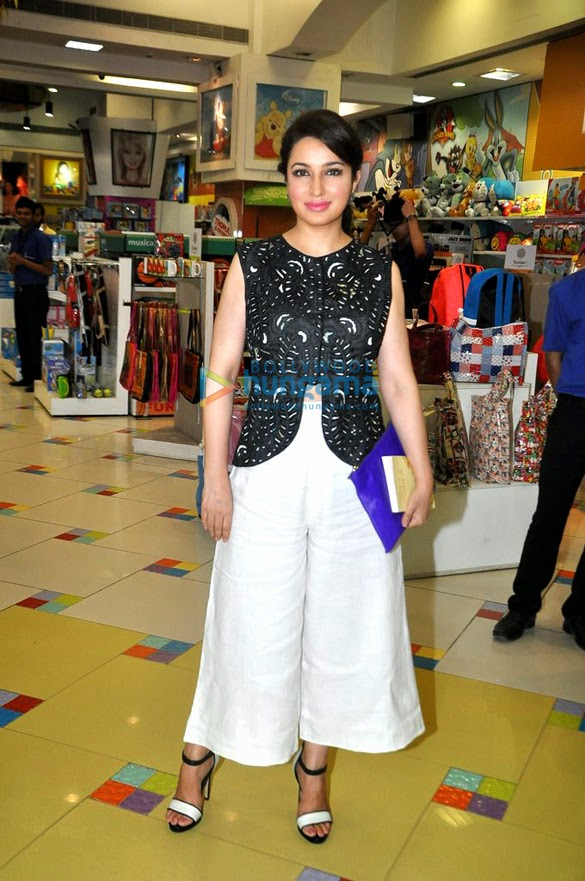 Tisca Chopra launches Kiran Manral's book 'Once Upon A Crush'