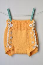 Gratis mönster: Lilla Lisa - stickad blöjbyxa med virkad volangkant!