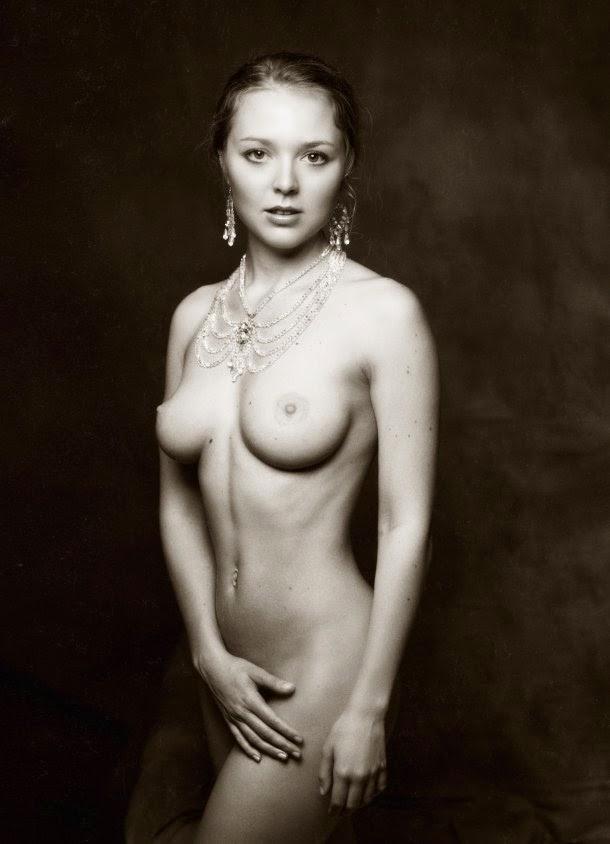 As Sensuais E Provocantes Fotografias Em Preto Branco De Zachar Rise