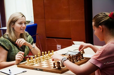 Ronde 7 : Natalia Zhukova (2451) 0-1 Valentina Gunina (2501) - Photo © Chess News