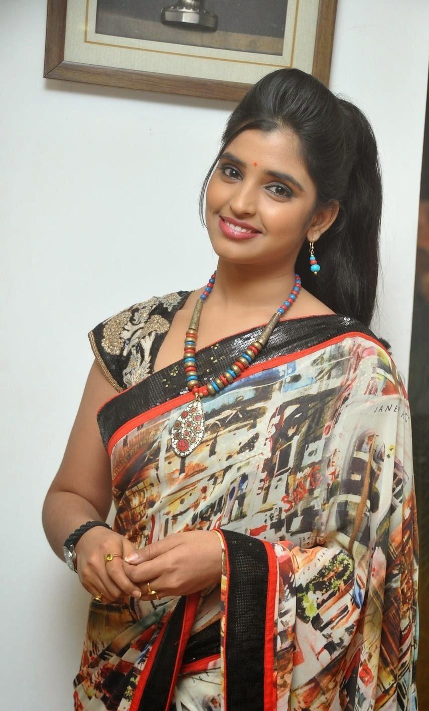Shyamala in saree hot photos