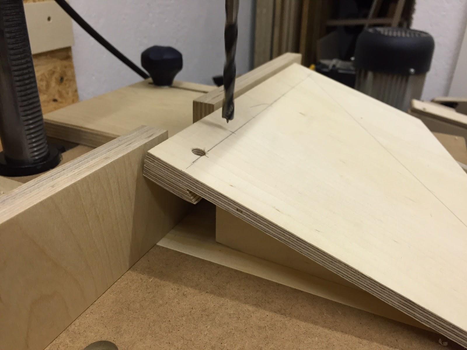 french cleat aufh ngesystem f r handwerkzeuge. Black Bedroom Furniture Sets. Home Design Ideas