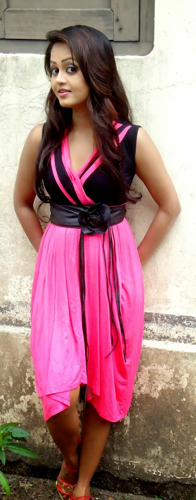 Dilhani Perera pink