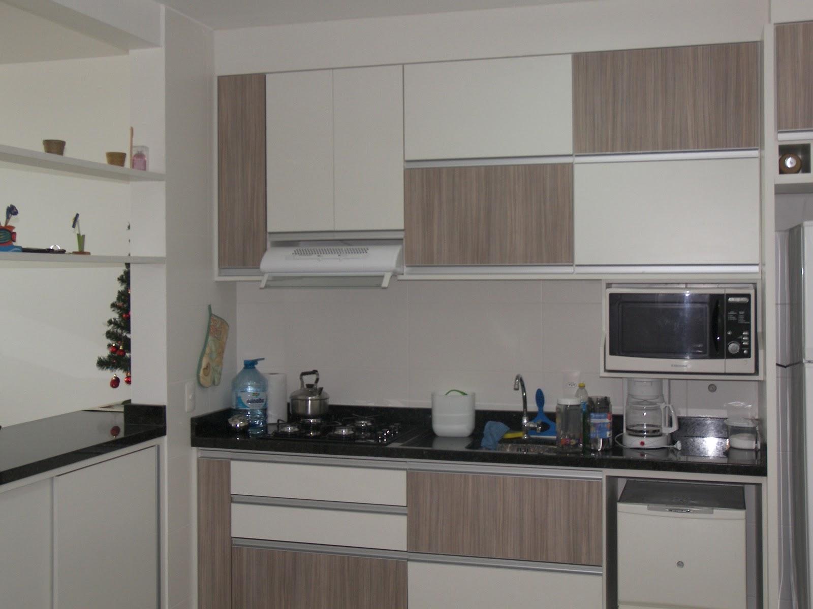Formularte móveis sob medidas: Cozinha branca com gligio linheiro #3C4B5D 1600 1200