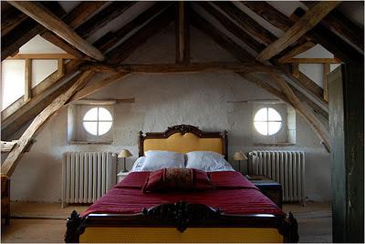 dormitorio casa provenzal ojos de buey