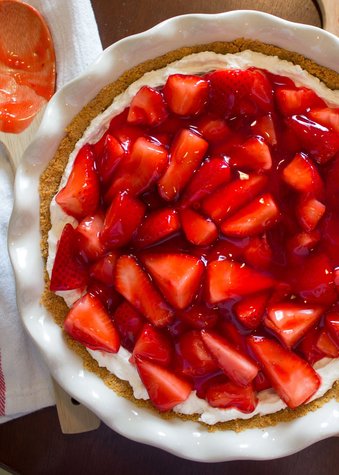 Fresh strawberry cheesecake-pie