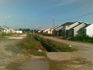 Jalan utama perumahan banjarbaru