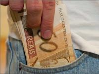 http://1.bp.blogspot.com/-OTGmGyRmkc4/VRXIJWPuMMI/AAAAAAAA9AE/uQ1f86CBmN8/s1600/rsz_dinheiro_bolso.jpg