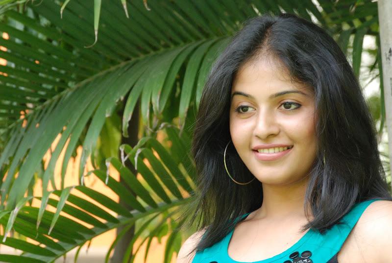 Anjali Latest Cute Stills In Engeyum Eppothum Press Meet wallpapers