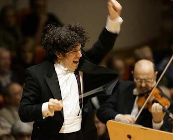Dudamel dirigiendo la Filarmonica de Israel
