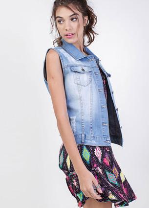 Renner coleção feminina Primavera Verão 2016 colete jeans com puídos