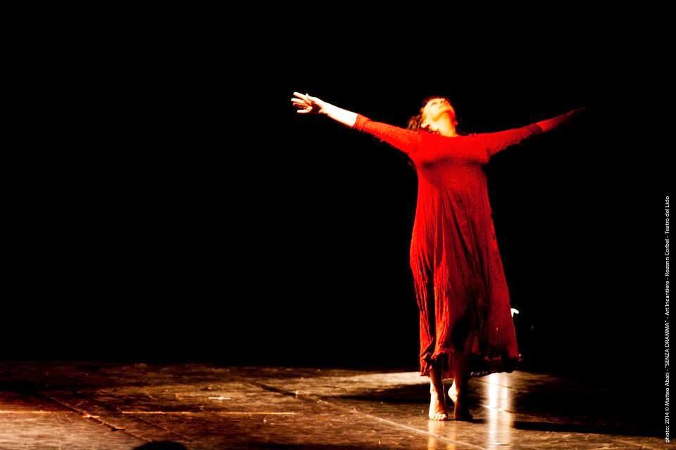 Laura Nanni performing al Teatro lido di Ostia