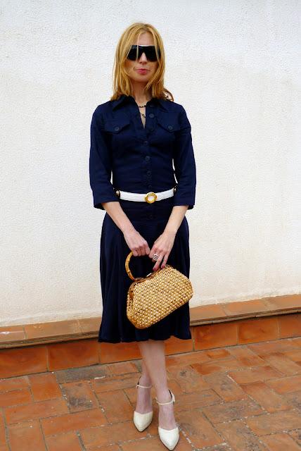 foto delante entero vestido Isabel de Pedro con bolso