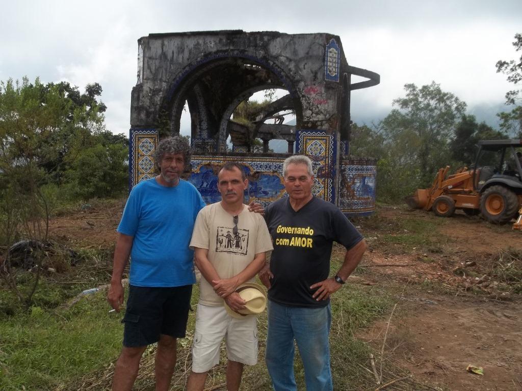 O diretor da Associação de Moradores da Granja Guarani (Amagg), Magal, o Secretário de Cultura, Wanderley Peres, e o Subsecretário de Parques e Jardins, Tião Correa