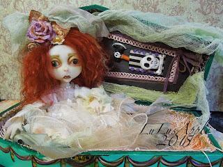Loretta Lulusapple coffin girl