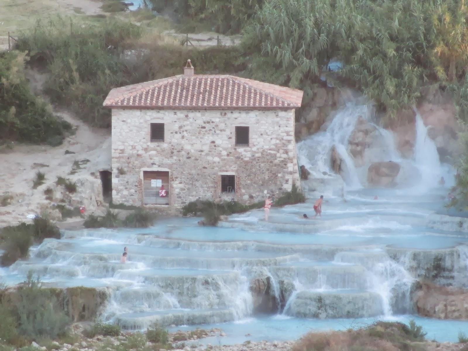 """Concorso fotografico """"Saluti da"""": vince la Foto della Cascata del Mulino di Saturnia a Manciano (Grosseto)"""