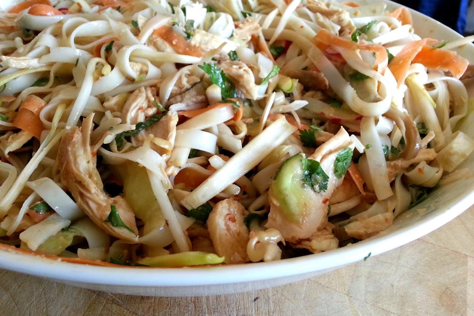 slimming world delights bang bang chicken noodle salad