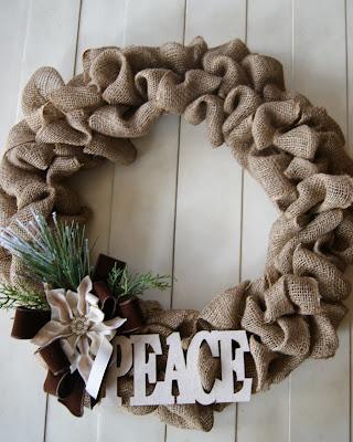 http://www.thelifeofacraftcrazedmom.com/2013/11/holiday-burlap-wreath.html