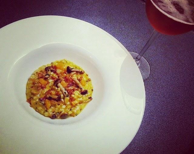 hordeum autumnale. orzotto con funghi pioppini, crema di zucca e pancetta croccante della valnerina