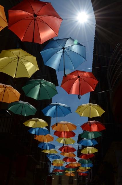 paraguas de colores en reus, tarragona