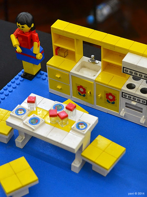 bricktopia - maxifigs kitchen... and this one too