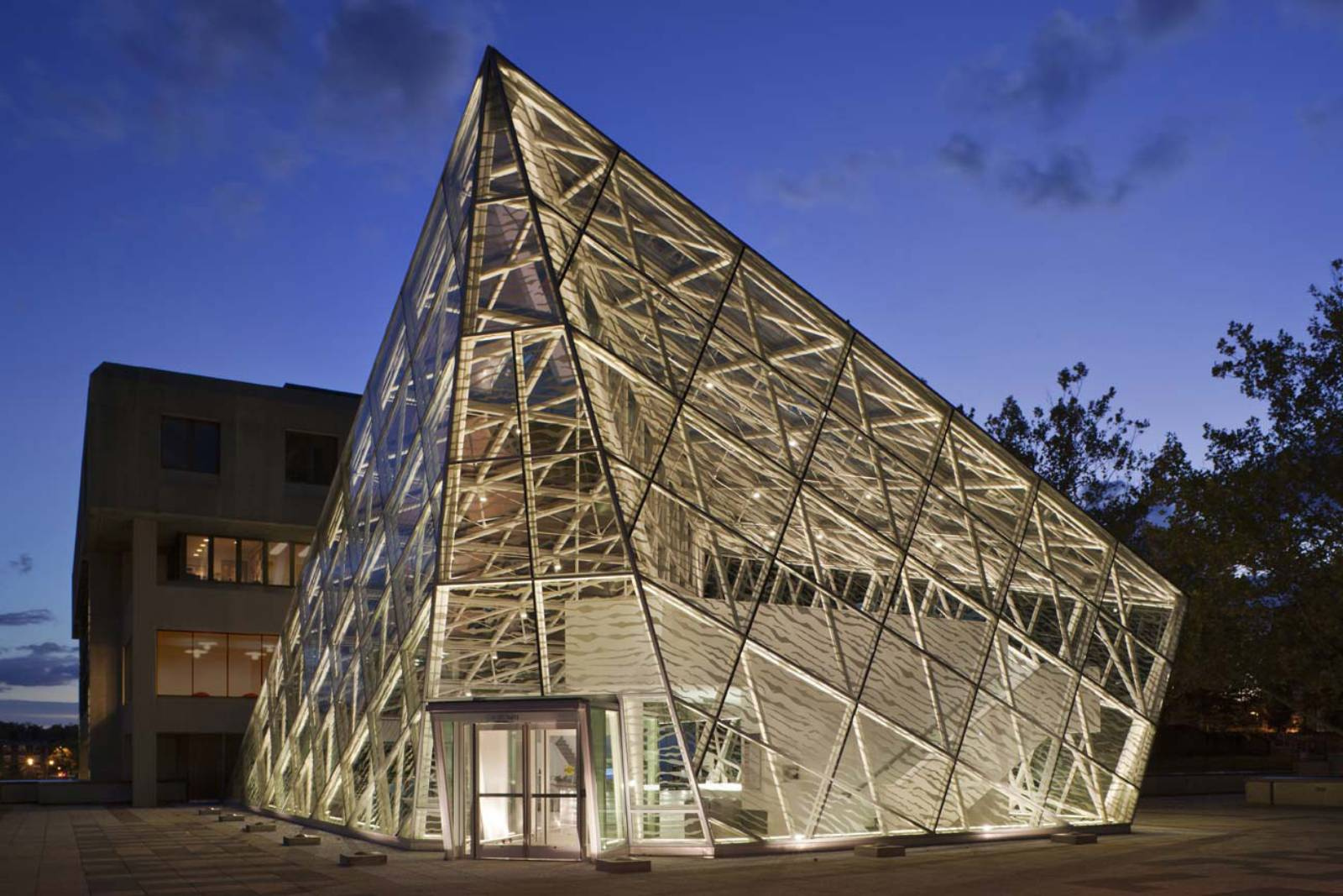 Student union building addition by ikon 5 architects for New space architects