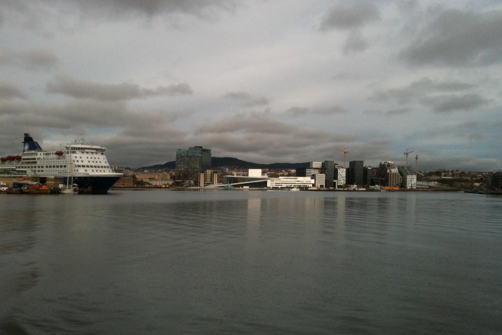 L'Opéra d'Oslo vu depuis le fjord.