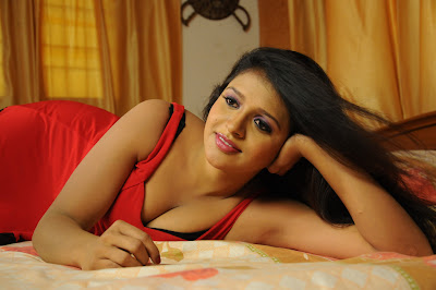 Exotic stylish Shilpa sri stills in amma nanna oorelithe in red dress