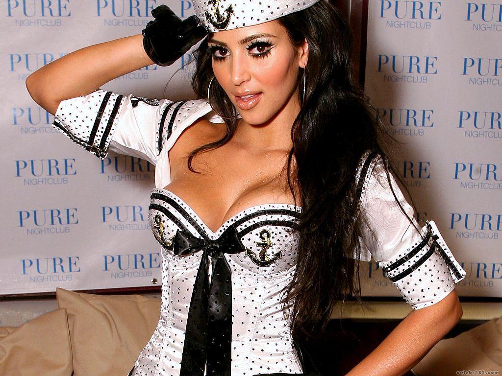 http://1.bp.blogspot.com/-OVRZZF1qanA/UIUzkBZrD7I/AAAAAAAAAM0/FGT-VlIh8To/s1600/Kim_Kardashian_Wallpaper.jpg