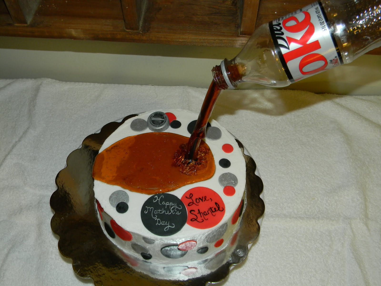 "Custom Cakes by Christy: ""Pouring"" Diet Coke Cake"