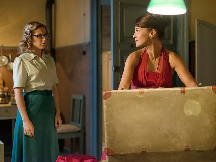Galerías Velvet Rita blusa y falda verde. Capítulo 1.