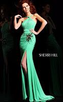 Елегантна права рокля с шлейф, драперии и цепка, дизайнер Sherri Hill