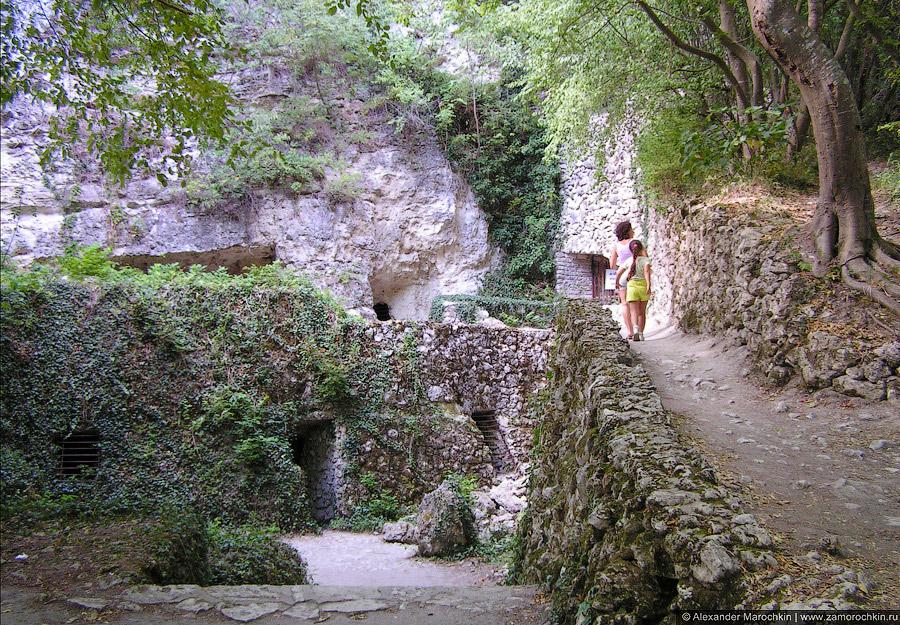 Катакомбы близ монастыря Аладжа, Болгария